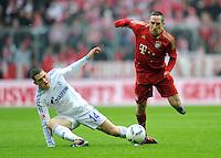 FUSSBALL   1. BUNDESLIGA  SAISON 2011/2012   23. Spieltag FC Bayern Muenchen - FC Schalke 04       26.02.2012 Kyriakos Papadopoulos (li, FC Schalke 04) gegen Franck Ribery (FC Bayern Muenchen)