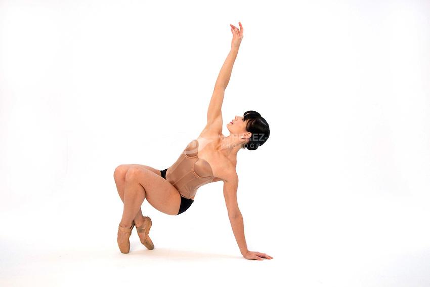 Photos of Danza 21 company dancers on PMR Image Group Studios, San Juan, Puerto Rico.