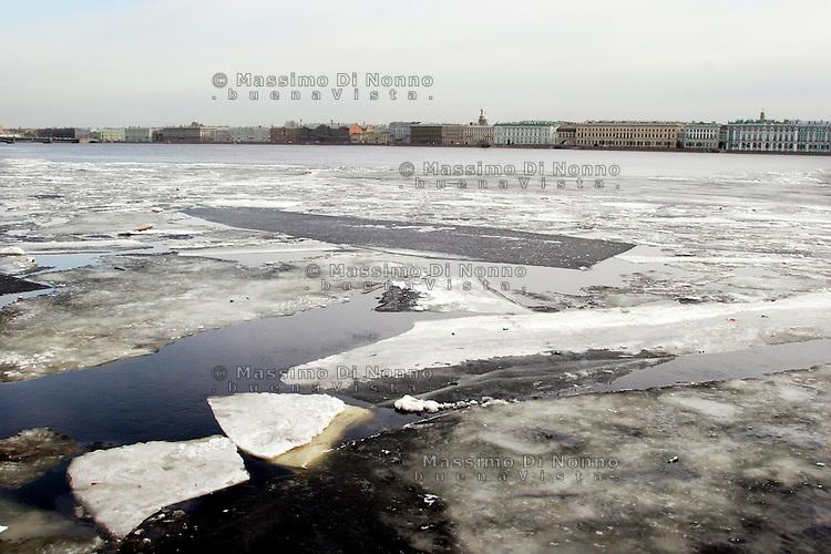 San Pietroburgo:il fiume Neva durante la fase del disgelo