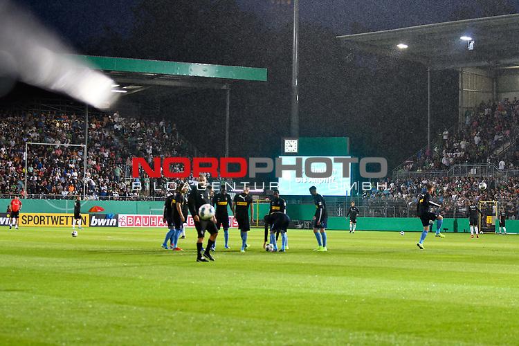 09.08.2019, BWT-Stadion am Hardtwald, Sandhausen, GER, DFB Pokal, 1. Runde, SV Sandhausen vs. Borussia Moenchengladbach, <br /> <br /> DFL REGULATIONS PROHIBIT ANY USE OF PHOTOGRAPHS AS IMAGE SEQUENCES AND/OR QUASI-VIDEO.<br /> <br /> im Bild: Unwetter ueber Sandhausen, der Anpfiff verzögert sich<br /> <br /> Foto © nordphoto / Fabisch