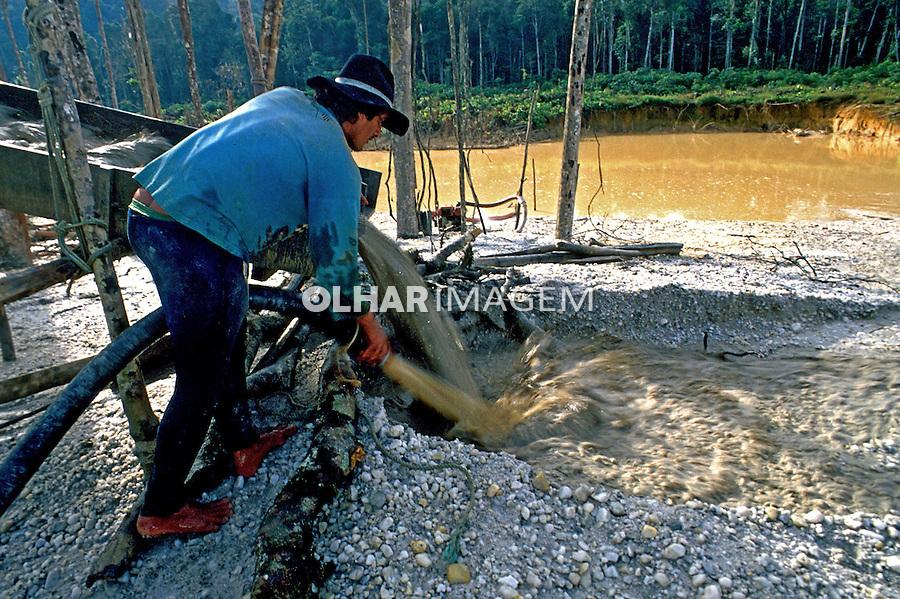 Garimpo de ouro em reserva indígena Kaiapó. Marabá. Pará. 1995. Foto de Nair Benedicto.