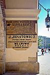 Napisy zachowane na Sukiennicach od strony ul. Brackiej. Rynek Gwny w Krakowie