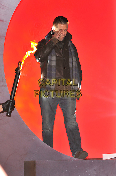 STEPHEN BALDWIN.Contestants enter the House on the Opening Night of Celebrity Big Brother, Elstree Studios, London, England..January 3rd, 2010.CBB BB full length brown leather jacket jeans denim scarf blue grey gray tartan plaid hand salute funny .CAP/PL.©Phil Loftus/Capital Pictures.
