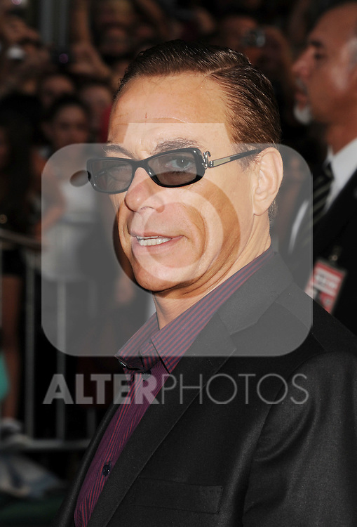 HOLLYWOOD, CA - AUGUST 15: Jean-Claude Van Damme arrives at the 'The Expendables 2' - Los Angeles Premiere at Grauman's Chinese Theatre on August 15, 2012 in Hollywood, California. /NortePhoto.com....**CREDITO*OBLIGATORIO** ..*No*Venta*A*Terceros*..*No*Sale*So*third*..*** No Se Permite Hacer Archivo**..*No*Sale*So*third*
