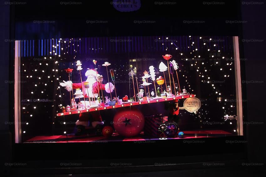 Olivia Ruiz a donné le coup d'envoi des illuminations de Noël des vitrines du BHV Rivoli, à Paris, le 17 novembre 2010. Des vitrines montées autour du thème «Noël Circus» avec une vitrine spécialement dédiée à la chanteuse femme chocolat. Le BHV a donné carte blanche à Olivia Ruiz qui a choisi d'exposer de jeunes artistes qu'elle aime : Benjamin Lacombe, Barbara d'Antuono, Dora Protoulis, Elsa Valentin, Fabesko, Jean Prouzet et Line, Gonzague Octaville, Isabelle Lameloise, Julien Lesur, Christophe Goussault, Lilidoll, Mathias Malzeu et Mllz Fannib... Retrouvez cette exposition orchestrée par Olivia Ruiz et la Galerie l'Art de Rien du 18 novembre au 24 décembre à l'Observatoire du BHV, au 5ème étage du BHV Rivoli. Paris France