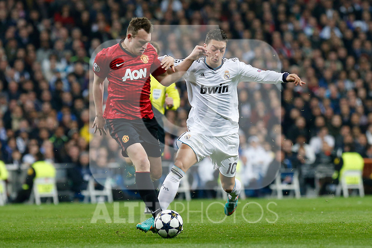 Real Madrid's Mesut Ozil (r) and Manchester United's Phil Jones during Champions League 2012/2013 match.February 12,2013. (ALTERPHOTOS/Alfaqui/Alex Cid-Fuentes)