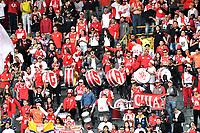 BOGOTA - COLOMBIA - 25 - 02 - 2018: Hinchas de Independiente Santa Fe, animan a su equipo, durante partido de la fecha 5 entre Independiente Santa Fe y Jaguares F. C., por la Liga Aguila I 2018, en el estadio Nemesio Camacho El Campin de la ciudad de Bogota. / Fans Independiente Santa Fe, cheer for their team during a match of the 5th date between Independiente Santa Fe and Jaguares F. C., for the Liga Aguila I 2018 at the Nemesio Camacho El Campin Stadium in Bogota city, Photo: VizzorImage / Luis Ramirez / Staff.