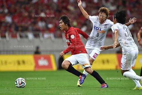 (L-R) Yosuke Kashiwagi (Reds), Naoki Ishihara, Kosei Shibasaki (Sanfrecce),<br /> AUGUST 16, 2014 - Football / Soccer :<br /> 2014 J.League Division 1 match between Urawa Red Diamonds 1-0 Sanfrecce Hiroshima at Saitama Stadium 2002 in Saitama, Japan. (Photo by AFLO)