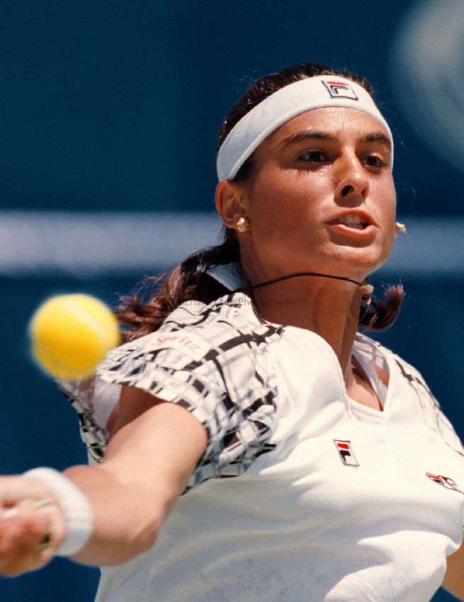 Photo. Abbey Wells.Austrailan Open, Melbourne, Austraila, 1996.Gabriela Sabatini