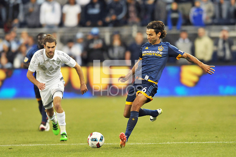 Kansas City, Kansas - Sunday May 1, 2016: Sporting Kansas City tied LA Galaxy 1-1 in an MLS game at Children's Mercy Park.