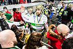 Stockholm 2015-03-14 Bandy SM-final herrar Sandvikens AIK - V&auml;ster&aring;s SK :  <br /> V&auml;ster&aring;s Magnus Joneby h&auml;lsar p&aring; V&auml;ster&aring;s supportrar efter matchen mellan Sandvikens AIK och V&auml;ster&aring;s SK <br /> (Foto: Kenta J&ouml;nsson) Nyckelord:  SM SM-final final Bandyfinal Bandyfinalen herr herrar VSK V&auml;ster&aring;s SAIK Sandviken jubel gl&auml;dje lycka glad happy supporter fans publik supporters