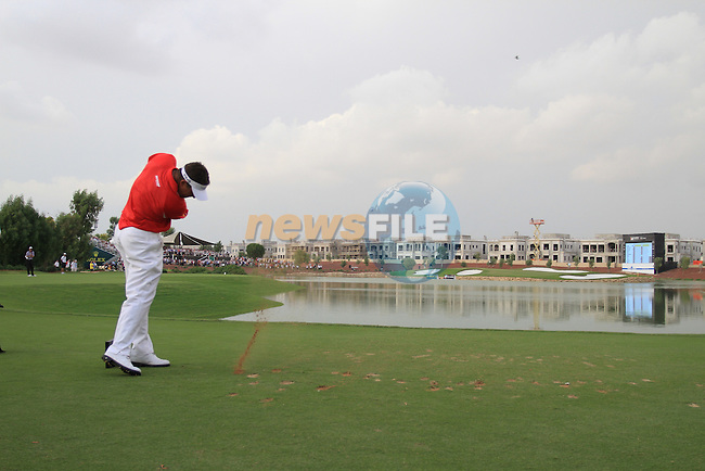 Lee Westwood tees off on the par3 17th tee during the Final Day of the Dubai World Championship Golf in Jumeirah, Earth Course, Golf Estates, Dubai  UAE, 22nd November 2009 (Photo by Eoin Clarke/GOLFFILE)