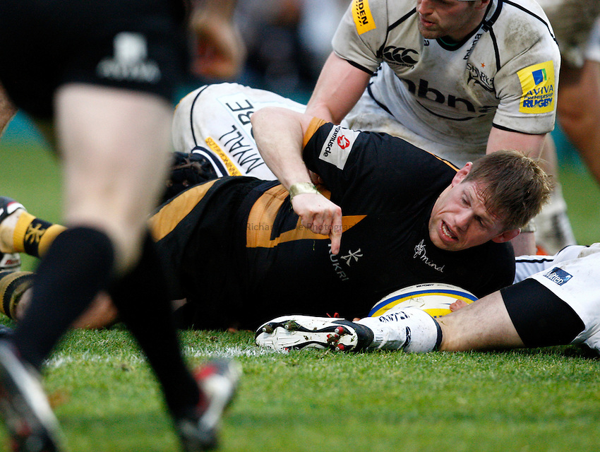 Photo: Richard Lane/Richard Lane Photography. London Wasps v Sale Sharks. 23/12/2012. Wasps' T. Rhys Thomas touches down for a try.