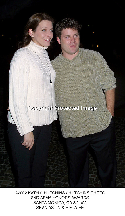 ©2002 KATHY  HUTCHINS / HUTCHINS PHOTO.2ND AFMA HONORS AWARDS.SANTA MONICA, CA 2/21/02.SEAN ASTIN & HIS WIFE