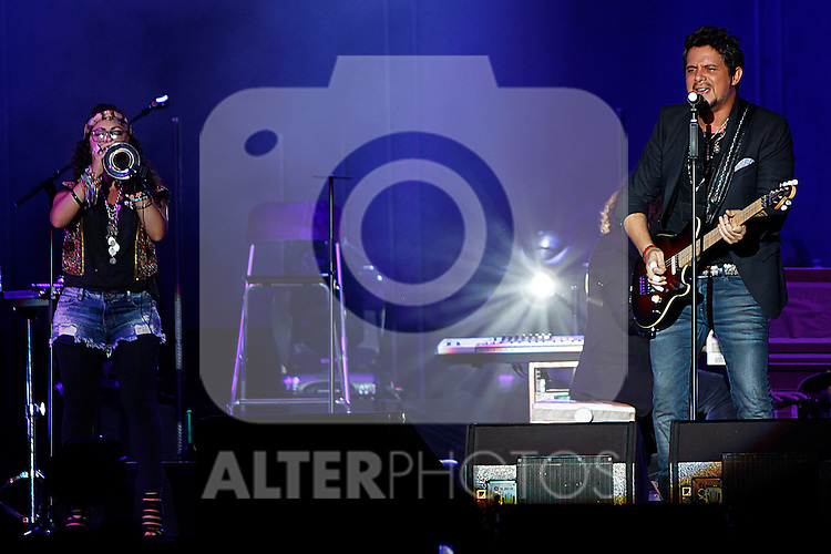 "CANCUN, QUINTANA ROO, MEXICO., October 15th, 2012. - The Spanish singer Alejandro Sanz, who won Platinum in Mexico for high sales of his latest album ""La Música No Se Toca"", delighted thousands of attendees attended the concert at the Beto Avila stadium in Cancun Quintana Roo Mexico on October 15th, 2012. Alejandro Sanz, who has sold over 25 million copies of her albums worldwide, winner of 16 Latin Grammy Awards and three Grammys, and has collaborated with various artists, delighted his fans with songs from his recent material and interpreted the successes that have been placed in the public taste. ..(Photo:HugoOrtuño/NortePhoto)"