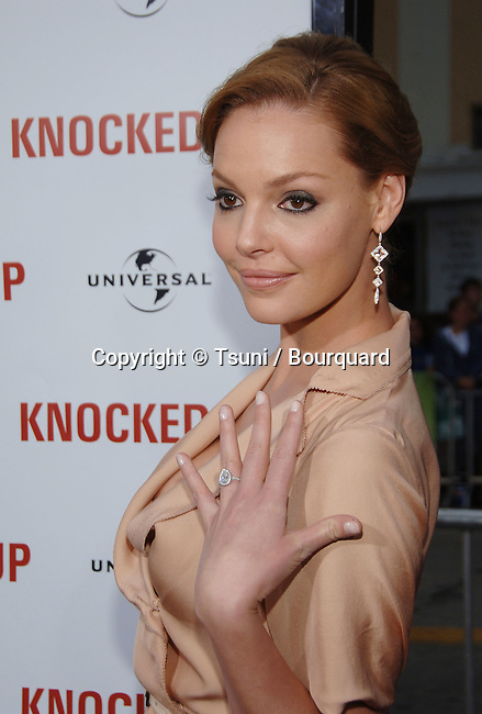 Katherine Heigl  arriving at KNOCKED UP Premire at the Westwood Village Theatre In Los Angeles. <br /> <br /> headshot<br /> smile<br /> Tan color dress