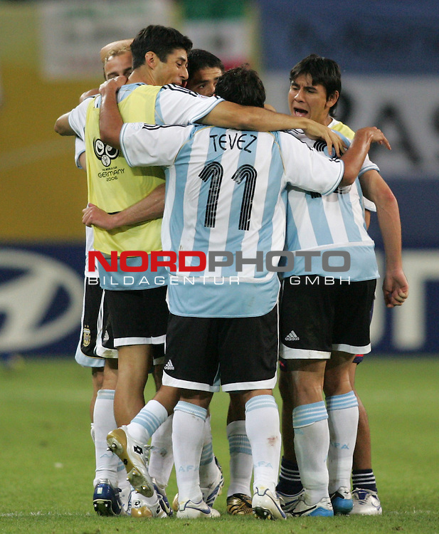 FIFA WM 2006 - Round Of Sixteen / Achtelfinale<br /> Play #50 (24-Jun) - Argentina vs Mexico.<br /> Carlos Tevez from Argentina celebrates the 2-1 victory with his team after the match of the World Cup in Leipzig.<br /> Foto &copy; nordphoto