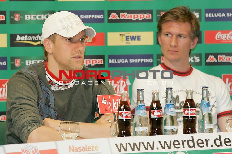 BL 05 / 06 - PK Ivan Klasnic und Jurica Vranjes zur WM 2006<br /> <br /> Ivan Klasnic (links) und Jurica Vranjes (rechts) spielen f&uuml;r Kroatien bei der WM 2006 in Deutschland.<br /> Beide Spieler von Werder Bremen beantworteten bei einer Pressekonferenz die Fragen der Journalisten.<br /> <br /> Foto &copy; nordphoto <br /> <br />  *** Local Caption *** Foto ist honorarpflichtig! zzgl. gesetzl. MwSt.<br /> Belegexemplar erforderlich