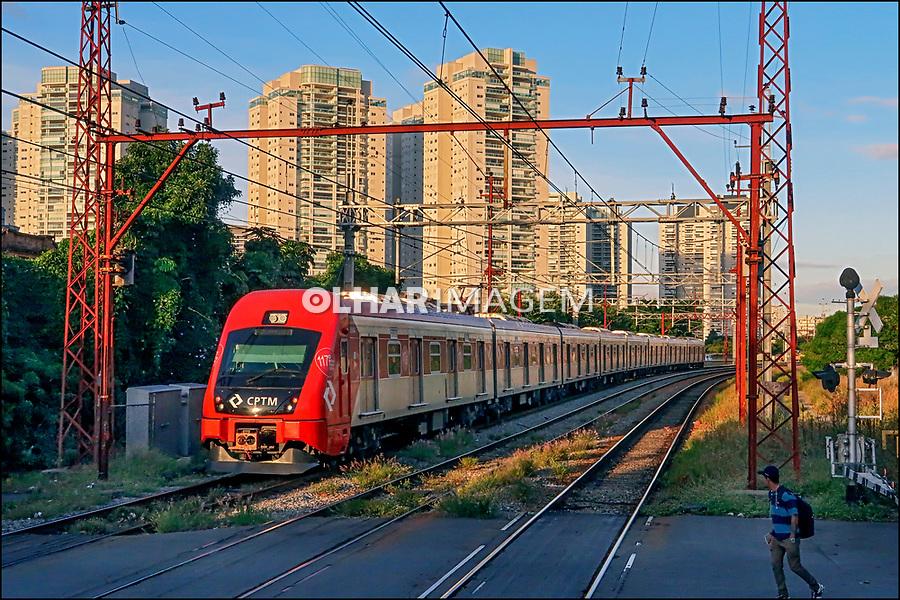 Trem urbano da CPTM, bairro Lapa, Sao Paulo. 2018. Foto © Juca Martins.