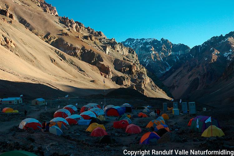 Plaza de Mulas, Aconcagua. Base camp for normalruten.  ----  Plaza de Mulas, Aconcagua. Base camp for the normal route.