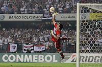 ATENÇÃO EDITOR: FOTO EMBARGADA PARA VEÍCULOS INTERNACIONAIS - SÃO PAULO, SP, 28 DE NOVEMBRO DE 2012 - COPA SULAMERICANA - SÃO PAULO x UNIVERSIDAD CATÓLICA: Toselli durante partida São Paulo x Universidad Católica, válida pela semifinal da Copa Sulamericana no Estádio do Morumbi em São Paulo. FOTO: LEVI BIANCO - BRAZIL PHOTO PRESS