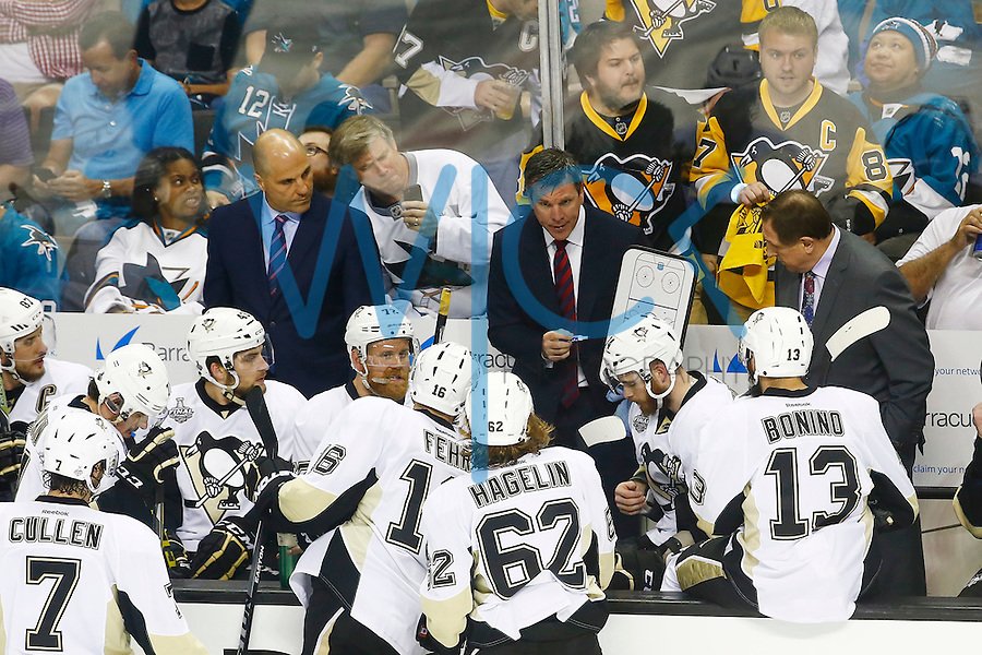 Head coach Mike Sullivan of the Pittsburgh Penguins writes down a play during a timeout in the third period against the San Jose Sharks during game four of the Stanley Cup Final at the SAP Center in San Jose, California on June 6, 2016. (Photo by Jared Wickerham / DKPS)