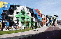 Nederland Amsterdam - 2019.   Amsterdam Heesterveld. Oude flats in Zuidoost zijn kleurig beschilderd door kunstenaars. Links horeca Oma Ietje. Foto Berlinda van Dam / Hollandse hoogte
