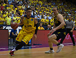 15.05.2018, EWE Arena, Oldenburg, GER, BBL, Playoff, Viertelfinale Spiel 4, EWE Baskets Oldenburg vs ALBA Berlin, im Bild<br /> <br /> Isaiah PHILMORE (EWE Baskets Oldenburg #31)<br /> Dennis CLIFFORD (ALBA Berlin #42 )<br /> Foto &copy; nordphoto / Rojahn