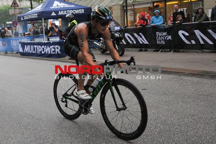20160716,  Innenstadt, Hamburg, GER, Hamburg Wasser World Triathlon, Elite Maenner Sprintdistanz, im Bild Jumpei Furuya (JPN) auf dem Fahrrad Foto © nordphoto / Witke