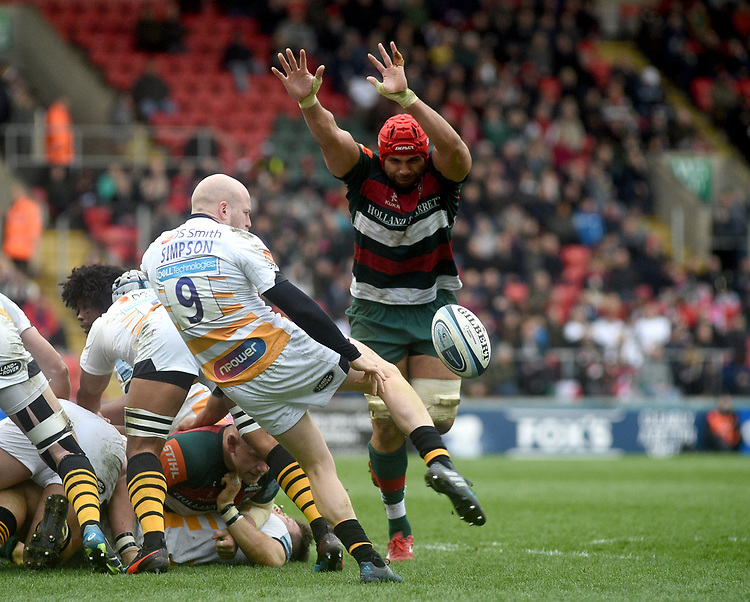 Wasps' Joe Simpson under pressure from  Leicester Tigers' Sione Kalamafoni<br /> <br /> Photographer Hannah Fountain/CameraSport<br /> <br /> Gallagher Premiership - Leicester Tigers v Wasps - Saturday 2nd March 2019 - Welford Road - Leicester<br /> <br /> World Copyright © 2019 CameraSport. All rights reserved. 43 Linden Ave. Countesthorpe. Leicester. England. LE8 5PG - Tel: +44 (0) 116 277 4147 - admin@camerasport.com - www.camerasport.com