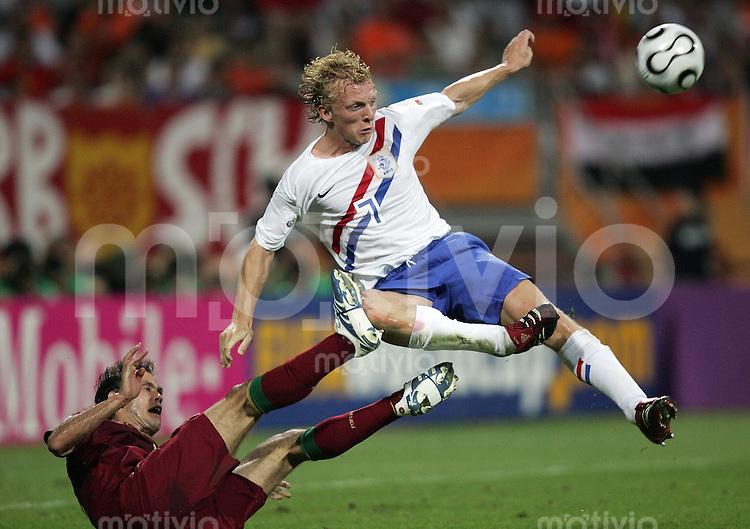 Fussball WM 2006  Achtelfinale   Portugal - Holland ; Portugal - Netherlands  Ricardo CARVALHO (POR) gegen Dirk KUYT (NED)