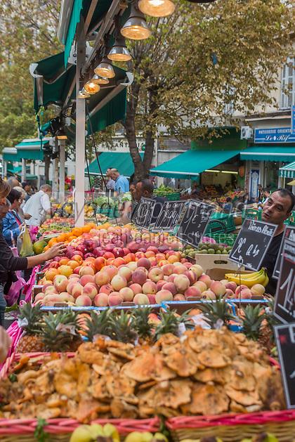 France, Bouches-du-Rhône (13), Marseille, capitale européenne de la culture 2013, rue Longue-des-Capucins, marché des Capucins  //  France, Bouches du Rhone, Marseille, european capital of culture 2013, rue Longue des Capucins, Capucins market
