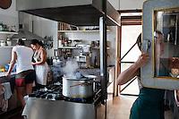 Montale Celli (AL): La comunit&agrave; Valli Unite nasce 30 anni fa dietro la passione per la terra. Ancora oggi producono latte, vino e ortaggi seguendo il ciclo naturale della terra e con agricoltura biologica. Ospitano ragazzi che in cambio di ospitalit&agrave; danno una mano nella fattoria.<br /> <br /> <br /> <br /> Montale Celli (AL): The community Valli Unite was founded 30 years ago with the passion for the land. Still produce milk, wine and vegetables following the natural cycle of the earth and organic farming. They host kids and people in exchange for work on the farm.