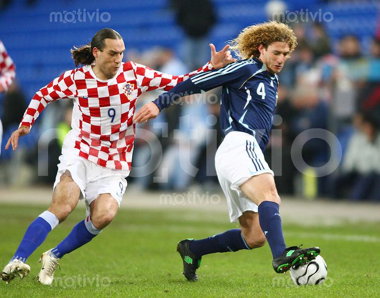 Fussball International Testspiel Kroatien - Argentinien Dado Prso (CRO,li) gegen Fabricio Coloccini (ARG,re)