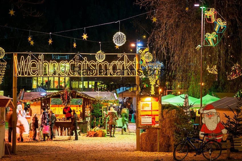 Oesterreich, Tirol, Kufstein: Weihnachtsmarkt am Stadtpark   Austria, Tyrol, Kufstein: Christmas Market at municipal park