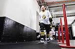 Stockholm 2015-01-04 Ishockey Hockeyallsvenskan AIK - Vita H&auml;sten :  <br /> AIK:s Michael Nylander p&aring; v&auml;g till omkl&auml;dningsrummet i Hovet inf&ouml;r matchen mellan AIK och Vita H&auml;sten <br /> (Foto: Kenta J&ouml;nsson) Nyckelord:  AIK Gnaget Hockeyallsvenskan Allsvenskan Hovet Johanneshov Isstadion Vita H&auml;sten inomhus interi&ouml;r interior portr&auml;tt portrait