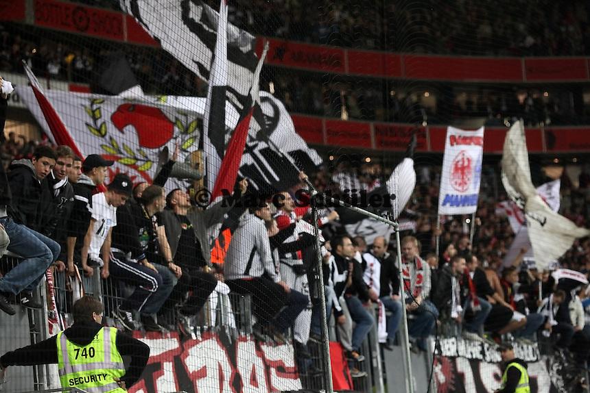 Fans von Eintracht Frankfurt jubeln