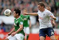 FUSSBALL   1. BUNDESLIGA   SAISON 2013/2014   9. SPIELTAG SV Werder Bremen - SC Freiburg                           19.10.2013 Zlatko Junuzovic (li, SV Werder Bremen) gegen Matthias Ginther (re, SC Freiburg)