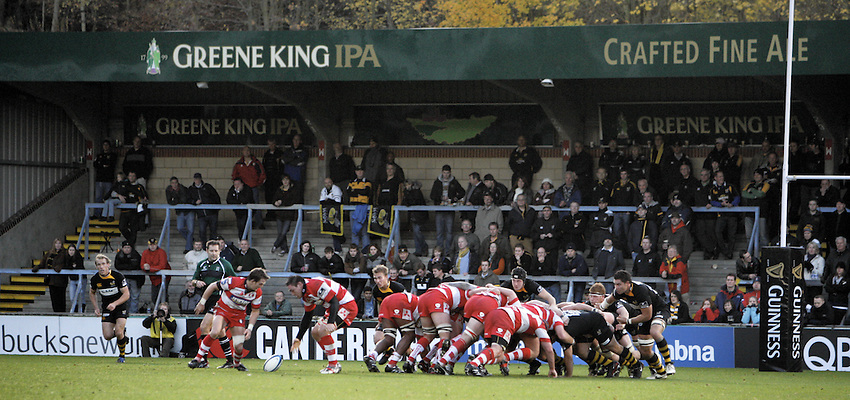 Photo: Richard Lane/Richard Lane Photography. London Wasps v Gloucester Rugby. LV= Cup. 15/11/2009. Scrum.