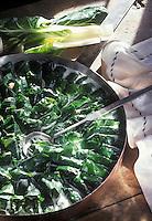 """Europe/Suisse/Engadine/St-Moritz: Feuilles de blettes farcies de viande des grisons et herbes variées- Recette de Roland Johri du restaurant """"Jöhri's Talvo"""""""