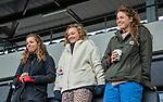 AMSTELVEEN -  De geblesseerden van Amsterdam,  Charlotte Adegeest (Adam) , Marijn Veen (Adam) en Sosha Benninga (Adam)  tijdens de hoofdklasse hockeywedstrijd dames,  Amsterdam-Den Bosch.   COPYRIGHT KOEN SUYK
