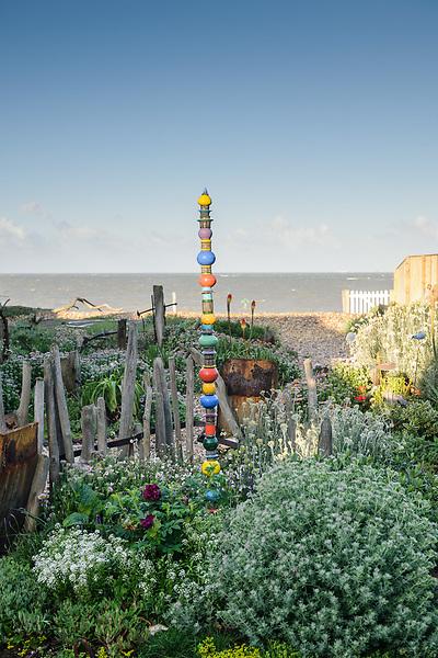 Solent Cottage Garden, Selsey, Chichester, Sussex. PO20 9DF - Liz Shackleton & David Bradley (9th June 2012)