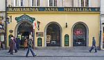 Jama Michalika na ulicy Floriańskiej, jedna z najstarszych krakowskich kawiarni. <br /> Jama Michalika on Floriańska Street, one of the oldest Cracovian cafes