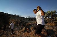 """Querétaro, Qro. a 12 de marzo de 2018.- Habitantes de La Cañada preparan sus últimos ensayos para celebrar el próximo viernes 30 de marzo, el Vía crucis número 56 de dicha cabecera municipal de El Marqués. <br /> Alrededor de 130 actores llevarán a cabo la interpretación vivencial de la muerte de Cristo, desde el momento en el que es aprendido, hasta su crucifixión y posterior sepultura.<br /> <br /> Felipe Arredondo, integrante del comité organizador, explicó que este es un evento basado en la fe, la cual se expresa a través de una de las tradiciones religiosas más antiguas del mundo. Arredondo también funge como actor, realiza el papel de  Poncio Pilatos, gobernador romano que condenó a Jesús de Nazaret, quien en esta ocasión es interpretado por el civil Jesús Pastor Ramírez Gutiérrez.<br /> Preparar esta práctica escénica lleva un arduo trabajo de planeación de un año, aunque los ensayos formales dan inicio el primer domingo de enero. Con forme avanzan los días, los actores comienzan a verse inmersos en sus papeles, incluso se hacen llamar bajo los nombres de escena.<br /> """"Lo más difícil es el Vía Crucis por la actuación y la flagelación a Cristo, se debe cuidar la integridad física de los actores, que no se les dé un mal golpe porque al final son escenas reales"""", concluyó Felipe."""
