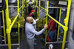 Passageiros em onibus, Sao Paulo. Brasil. 2017. Foto de Juca Martins.