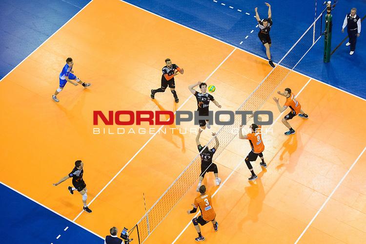28.02.2018, Max Schmeling Halle, Berlin<br />Volleyball, 2018 CEV Volleyball Champions League, Vorrunde, Berlin Recycling Volleys (GER) vs. Jastrzebski Wegiel (POL)<br /><br />Zuspiel Lukas Kampa (#10 Wegiel), Angriff Jakub Turski (#17 Wegiel) - Robert Kromm (#3 Berlin), Graham Vigrass (#8 Berlin), Paul Carroll (#12 Berlin)<br /><br />  Foto © nordphoto / Kurth