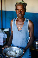 MADAGASCAR, Mananjary, prison, detainee with rice bowl / MADAGASKAR, Mananjary, Gefaengnis, Haeftling mit Schale Reis