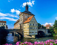 DEU, Deutschland, Bayern, Franken, Oberfranken, Bamberg: Rathaus, UNESCO Weltkulturerbe, Fluss Regnitz | DEU, Germany, Bavaria, Upper Franconia, Bamberg: town hall, UNESCO world heritage, river Regnitz