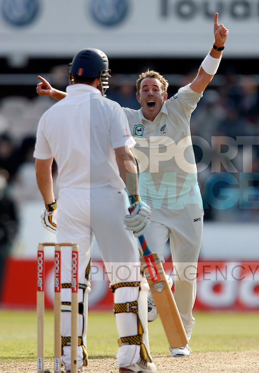 Iain O'Brien (R) of New Zealand celebrates his wicket of Andrew Strauss