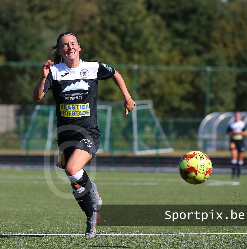 20190921 – LEUVEN, BELGIUM : E. Aalst's Anke Vanhooren is pictured during a women soccer game between  Oud Heverlee Leuven Ladies B and Eendracht Aalst Ladies on the fourth matchday of the Belgian Division 1 season 2019-2020, the Belgian women's football  national division 1, Saturday 21th September 2019 at the Bruinveld Youth Complex, Domeinstraat in Leuven , Belgium. PHOTO SPORTPIX.BE | SEVIL OKTEM